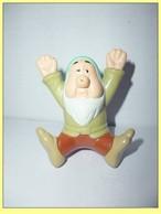 MAC012 / Figurine Nain Dormeur / Mc Donalds DISNEY / 2001 - Disney