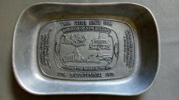Pin Tray Metal Alloy Twin Cities Bicentennial (1776-1976) - Longvic Côte D'or (France) - New Holland Pennsylvania (usa) - Boxes