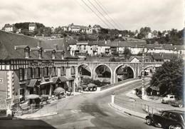 19. CPSM. UZERCHE.  Pont Du Turgot, Faubourg Ste Eulalie. Hotel Du Commerce. Voitures Anciennes. - Uzerche