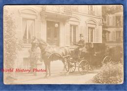 Photo Ancienne Vers 1900 - à Situer - Superbe Calèche Devant Hôtel Particulier - Cheval Cochet Lampe Lamp Attelage - Anciennes (Av. 1900)