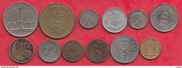 Pays Du Monde 24 Pièces Dans L 'état Lot N °8 - Monnaies & Billets