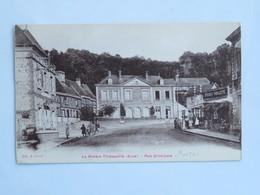 C.P.A. : 27 LA RIVIERE THIBOUVILLE :Rue Principale, Postes, Bières Paillette, Animé - Andere Gemeenten