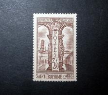FRANCE 1935 N°302 * (SAINT-TROPHIME D'ARLES. 3F50 BRUN) - Ungebraucht