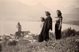 Photo Originale Les 3 Pin-Up à Pfingsten En 1944 - Vue Plongeante Sur Le Lac & Clocher à Identifier En Allemagne - Pin-up