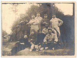 MILITARIA VERITABLE PHOTO GUERRE 14/18 Repos Du Guerrier Août 1916 Groupe De Poilus A Identifier A Localiser DOUARDEMONT - Guerre, Militaire