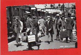 U10// CPSM -75 PARIS  Départ En Vacances Vers 1930 /  Carte Neuve Semie Moderne - Stations, Underground