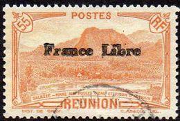 Réunion Obl. N° 196 - Vue -> Salazie, Mare Aux Poules D'eau Et Piton D'Auchain 55 Cts Brun-orange Surchargé France Libre - Réunion (1852-1975)