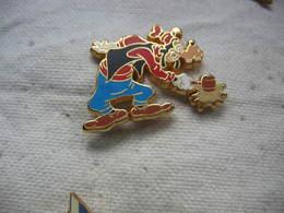 Pin's Arthus Bertrand Pour Disney. Dingo Le Chien - Arthus Bertrand
