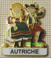 PAYS D' EUROPE  AUTRICHE  Autrichiens En  Costumes Traditionnels FOLKLORE En Version EGF - Villes