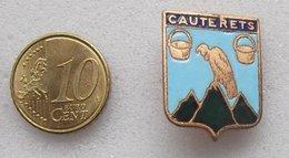 EPINGLETTE EMAILLEE ARMOIRIE DE CAUTERETS - Badges
