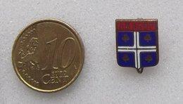 EPINGLETTE EMAILLE ARMOIRIE DE AMBERT - Badges
