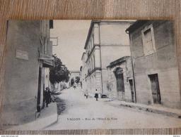 CPA VALLON PONT D'ARC Ardèche 07 RUE De L'hôtel De Ville Animation - Vallon Pont D'Arc