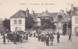 LANNION  Vieux Manoir  Place Marc'hallac'h  ( Plan Animé Dont Jour De Marché ) - Lannion