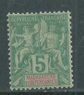 Madagascar N° 31 X  Type Groupe : 5 C. Vert Trace De Charnière Sinon TB - Madagascar (1889-1960)