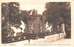 (18) Cher - Vierzon - Motifs De La Grille Du Monument Aux Morts - Vierzon