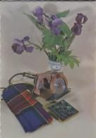 FANTAISIE----fleurs D'iris + Vase + Scis Circulaire + écharpe--voir 2 Scans - Fantaisies