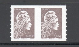 Y&T N°...... -  ADHÉSIF - Marianne L'engagée  : Paire 0,05 € - France