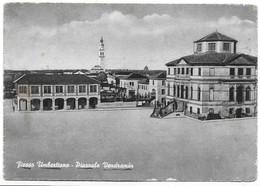 Fiesso Umbertiano (Rovigo). Piazzale Vendramin. - Rovigo