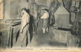 63 , THIERS , Interieur D'usine De Coutellerie , La Trempe Des Couteaux , CF * 341 88 - Thiers