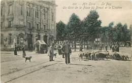43 , LE PUY EN VELAY , Place Du Breuil Et Theatre , CF * 344 64 - Le Puy En Velay