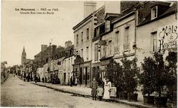 53 La Mayenne - PRÉ-EN-PAIL - Grande Rue (vue Du Nord) - Animée - Hôtel De Bretagne... - Pre En Pail