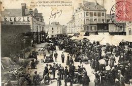 53 CHÂTEAU-GONTIER - Place De La République Un Jour De Marché - Très Animée - Chateau Gontier