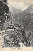 La Route De La Bérarde (Isère) - Un Car Dans Un Passage Difficile - Edition Martinotto - Carte N° 231 - Non Classés