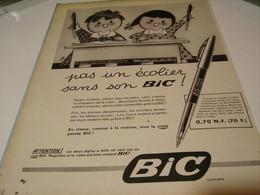 ANCIENNE PUBLICITE PAS UN ECOLIER SANS SON  STYLO  BIC 1959 - Autres