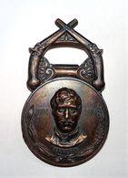 RARE DECAPSULEUR RUSSE Kapahophe 1804 - 1984 METAL ORNE DE 2 PISTOLETS / TBE - Bottle Openers