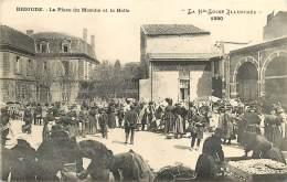 43 , BRIOUDE , Place Du Marché Et La Halle , * CF 366 99 - Brioude