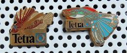 Lot De 2 Pin's émaillés Poissons Exotiques Produits TETRA (1 Arthus Bertrand & 1 Elixir) - Animaux