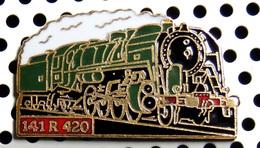 1 Pin's Locomotive à Vapeur 141 R 420 Roulante émail Vert Métal Doré Cartouche Rouge - TGV