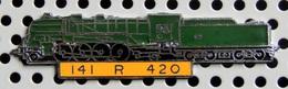 1 Pin's Double Attache Locomotive à Vapeur 141 R 420 émail Vert Métal Chromé Cartouche Jaune - TGV