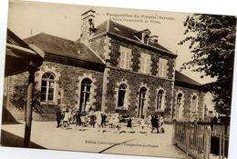53 FOUGEROLLES-DU-PLESSIS - L'École Communale De Filles - Très Animée : Ronde Des écolières Devant L'institutrice - France