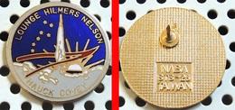 1 Pin's Officiel De La NASA émaillé Doré LOUNGE HILMERS NELSON HAUCK COVEY - Space