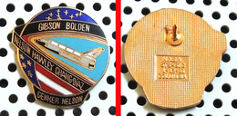 1 Pin's Officiel De La NASA émaillé Doré GIBSON BOLDEN NELSON HAWLEY CHANG-DIAZ GENKER - Espace