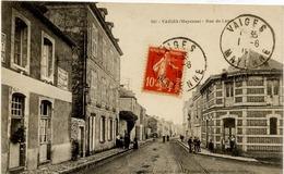 53 VAIGES - Rue De Laval - Animée - France