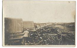 Carte Postale Photo - Colonne De Camions Militaires Semblant Charger Du Bois - War 1914-18