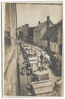 Carte Postale Photo - Colonne D'engins Militaires Et Charrette Tirée Par Un Cheval Portant Des Tonneaux - War 1914-18