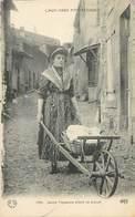 D-18-1679 : METIER DE FEMME. JEUNE PAYSANNE ALLANT AU LAVOIR. LAVANDIERE. LAVEUSE. BROUETTE. - Craft