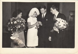 """UKRAINE. A PHOTO. """"THE WEDDING, THE GIRL AND THE BRIDE."""" EXCHANGE RINGS.*** - Fotos"""