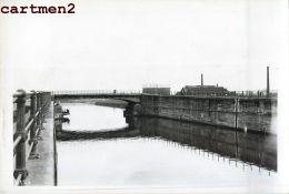 ANDERLECHT PONT DE PAEPSEM CANAL BRUXELLES-CHARLEROI PENICHE CHANTIER TRAVAUX PUBLICS CONSTRUCTION GENIE CIVIL - Anderlecht