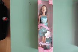 NEUF - Poupée Barbie Style Cheveux Brun Auburn Robe Bleue Mattel 2005 - Barbie