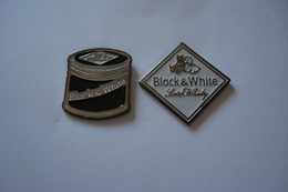 20180825-1954 2 PIN'S BLACK & WITHE SCOTSCH WISKY - Marques