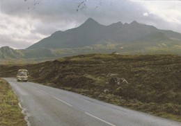 Postcard Bus / Coach On Portree Road Isle Of Skye PU 1985 My Ref  B22879 - Buses & Coaches