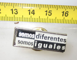 SOMO DIFERENTES SOMO IGUALES - Pin's