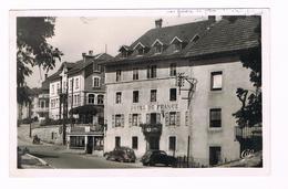 D25. DOUBS. VILLERS-LE-LAC. L'HOTEL DE FRANCE. VOITURES. PEUGEOT 202-402. - Autres Communes