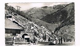 D06. COL DE TENDE. ALTITUDE 1300 M. POSTE FRONTIERE. DOUANE. VOITURES. - Francia