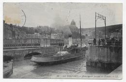LE TREPORT - N° 99 - REMORQUEUR PASSANT LES ECLUSES - CPA VOYAGEE - 76 - Remorqueurs