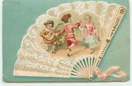 Carte Gaufrée - Eventail Avec En Décor Des Enfants Dansant - Autres